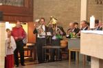Orgel und Blaskapelle spielen zur Prozession