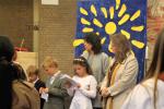 Erstkommunionkinder tragen ihre Texte vor