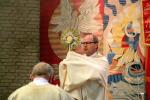 Eucharistischer Segen über die Menschen in Garbsen