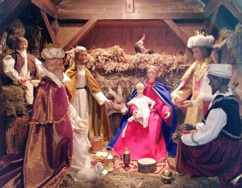 Die drei Könige verehren das Kind.