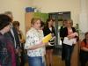 Fraui Spyra begrüßt die Kinder und Gäste