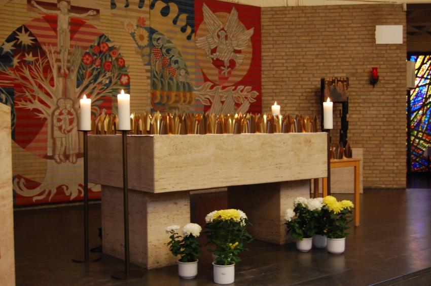 Altar mit Kronen