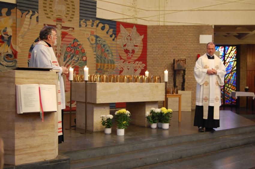 Altar mit Kronen2